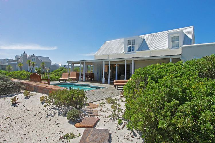 Kommetjie beach house cape town holiday villas for Beach house design features