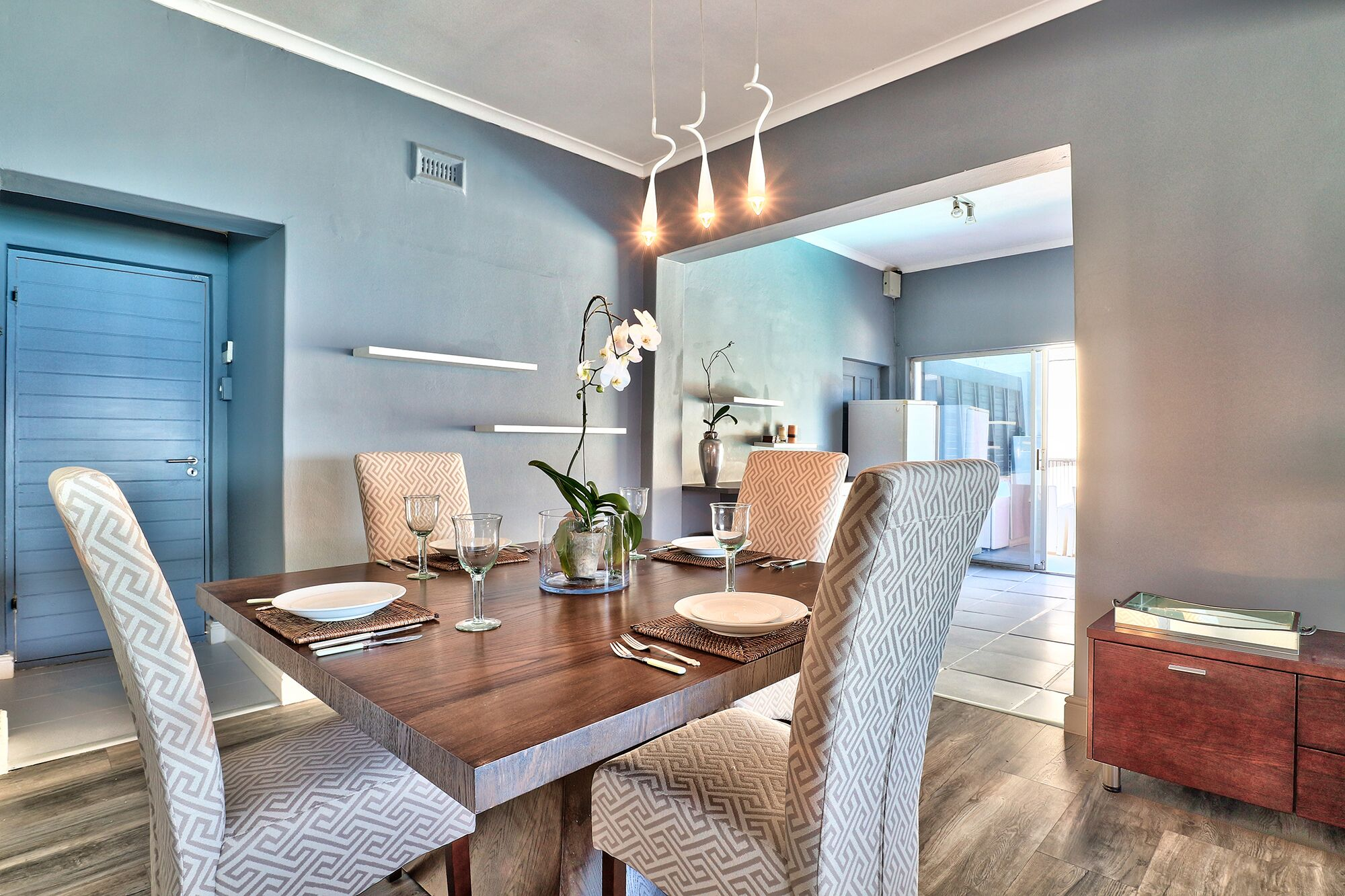 Mount pleasant apartment clifton luxury accommodation for Kitchen basins cape town
